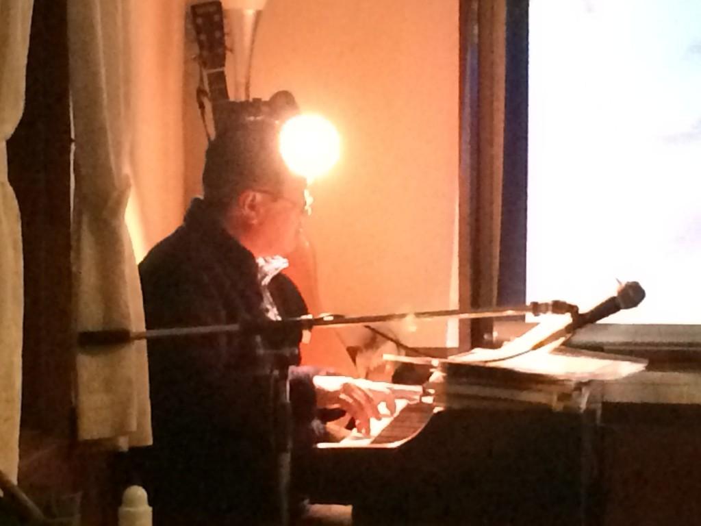 オーナーのピアノ生演奏